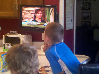 The-biys-watching-mommy-on-the-Valley-Dish